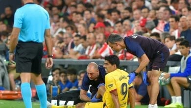 Photo of Barcelona confirm Suarez suffered leg injury in La Liga opener