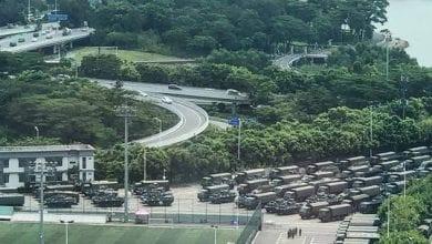 صورة قوات صينية تابعة للشرطة العسكرية على حدود منطقة هونغ كونغ