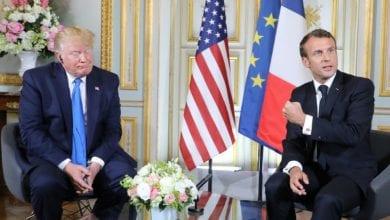 """صورة ترامب في اشارة منه للرئيس الفرنسي """"لا أحد سوى الولايات المتحدة يتحدث باسمها"""""""