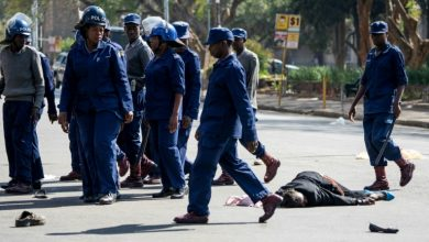 Photo of Zimbabwe police beat protesters defying 'rogue' government