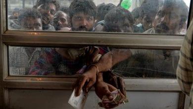 Photo of Hundreds of poor migrant workers flee Kashmir under lockdown