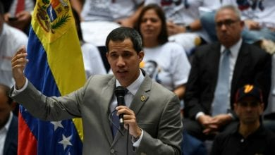 صورة غوايدو يحذر مادور من عواقب الدعوة إلى انتخابات تشريعية مبكرة في فنزويلا