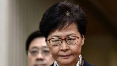 Photo de La dirigeante de Hong Kong met en garde contre une grave crise économique