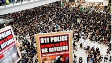 Photo de Tous les vols annulés à Hong Kong, Pékin muscle son discours contre les manifestants