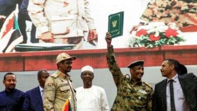 Photo de Soudan: militaires et contestation signent un accord historique vers un pouvoir civil