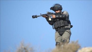 Photo de Les forces israéliennes tuent un Palestinien et bombardent plusieurs sites à Gaza