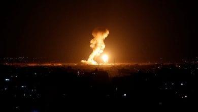 صورة طائرات الاحتلال الإسرائيلي تشن غارة على موقع شمال قطاع غزة
