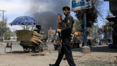 صورة عشرات القتلى والجرحى في تفجير سيارة استهدف مبنى الاستخبارات في جنوب أفغانستان