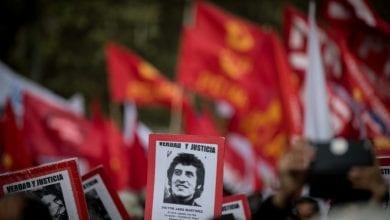 صورة في ذكرى انقلاب أوغستو بينوشيه…. مواجهات بين قوات الأمن ومتظاهرين في تشيلي
