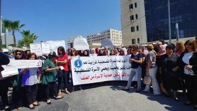 صورة بعد جريمة قتل إسراء غريب … مظاهرات نسوية فلسطينية تطالب بالحماية القانونية من العنف