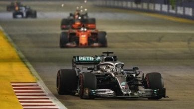 Photo of Hamilton wary of Mercedes' vulnerability in title run-in