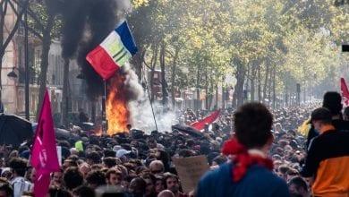 Photo de Paris: Affrontements entre la police et des manifestants dans la marche pour le climat
