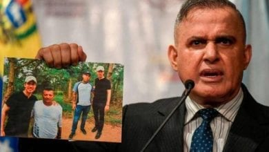 Photo of Venezuela's Guaidó pictured with members of Colombian gang