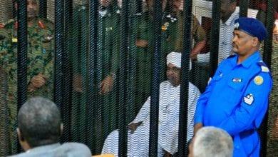 Photo de Soudanais: Le procés de l'ex-président Omar el-Béchir pour possession de fonds illégaux