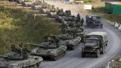 صورة مقتل تسعة عناصر من الجيش السوري جراء قصف تركي على إدلب