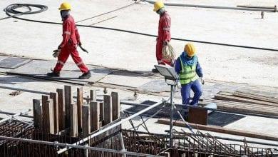 العمال يموتون في قطر