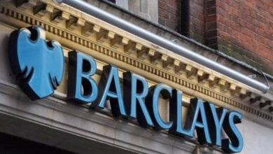 صورة محاكمة ثلاثة مسؤولين من بنك باركليز بتهمة تلقي البنك أمول من مستثمرين قطريين
