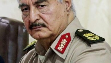 صورة مسؤولون أميركيون يلتقون المشير خليفة حفتر لبحث خطوات انهاء النزاع في ليبيا
