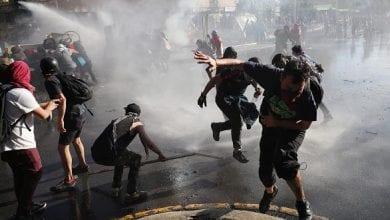 صورة الاحتجاجات متواصلة في تشيلي وخفض عدد ساعات حظر التجوال