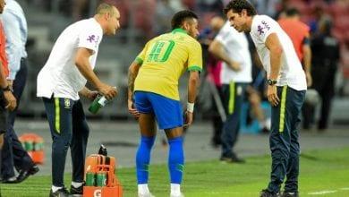 Photo de Neymar blessé lors du match du Brésil contre le Nigeria