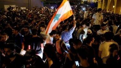 Photo de Les Libanais manifestent contre une hausse de taxes et la classe politique