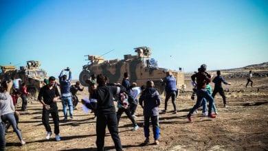 صورة فيديو: الأكراد الغاضبون يرشقون دوريات القوات التركية بالحجارة
