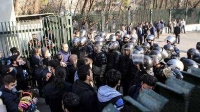 صورة احتجاجات في إيران ضد ارتفاع أسعار الوقود ومصادر تتحدث عن سقوط قتيل