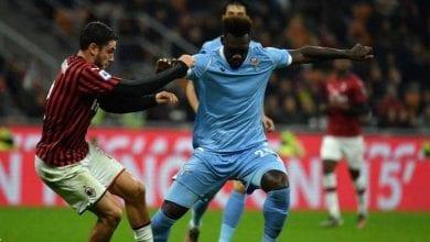 صورة لاتسيو يحقق فوزه الأول خارج أرضه على ميلان في دوري الدرجة الأولى الإيطالي لكرة القدم