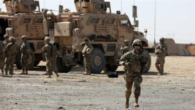 Photo de 17 missiles tirés sur une base militaire accueillant les forces américaines en Irak