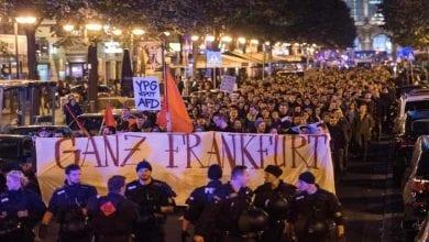 صورة الآلاف يتظاهرون احتجاجاً على مؤتمر إنتخابي لليمين المتشدد في ألمانيا