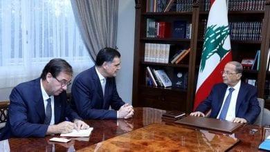صورة عون يستقبل مبعوثاً فرنسياً لبحث الأزمة في لبنان