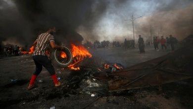 صورة المحتجون في جنوب العراق يغلقون طرق البصرة واستمرار المظاهرات في بغداد ومدن أخرى
