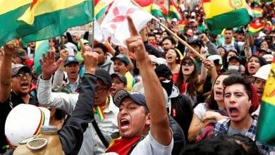صورة متظاهرون مناوئون للرئيس إيفو موراليس يقتحمون مقر التليفزيون في بوليفيا