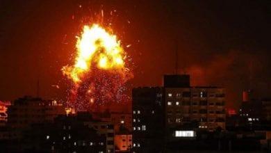 صورة طيران الإحتلال الإسرائيلي يشن غارات على أهداف في غزة