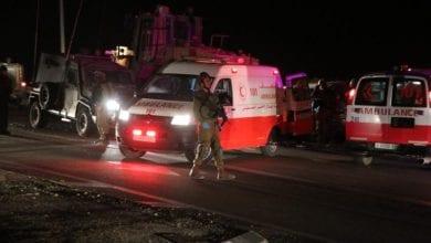 صورة جرافة إسرائيلية تقتل فلسطيني وتصيب نجله بجروح في مدينة الخليل بالضفة الغربية