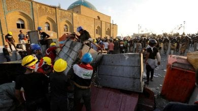Photo of Security forces reopen bridges in Baghdad, arrest protesters