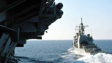 """صورة البحرية الأميركية تصادر """"كمية كبيرة"""" من أجزاء صواريخ إيرانية في بحر العرب"""