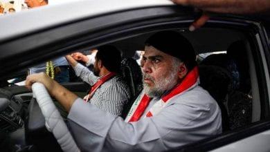 """صورة مقتدى الصدر يقرر حل مجموعات """"القبعات الزرق"""" التابعة له"""