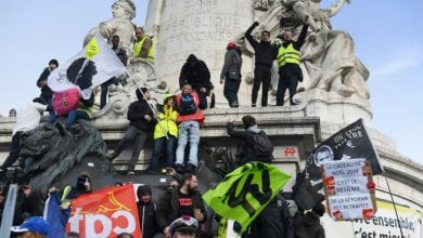 Photo of French crowds march as government stands firm on pension reform