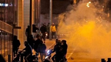 Photo of Lebanon counter-protesters clash with riot police in Beirut