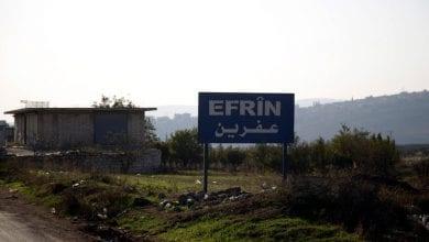 صورة فصائل موالية لتركيا تقوم بعمليات تهجير جماعي لسكان قرية في ريف عفرين السورية