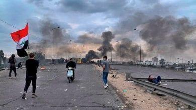 Photo of Iraqi activist shot dead as protesters block roads again