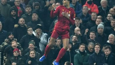 Photo of Maguire fails to measure up as Van Dijk leads Liverpool title charge