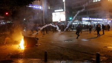 Photo of Protesters clash with Lebanese security in Beirut for second night in a row