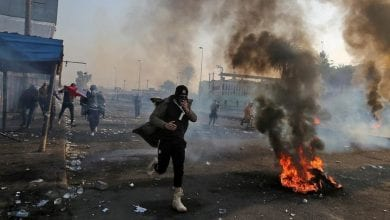 Photo of Six Iraqi protesters killed, 54 wounded in clashes with police