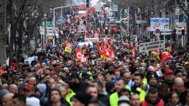 Photo of Thousands protest as Macron's government adopts pension reform plan