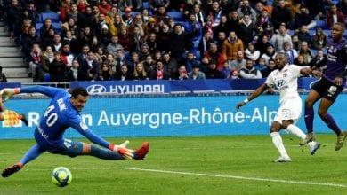Photo of Toko Ekambi scores on Lyon debut as clubs remember Sala