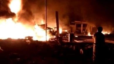 صورة الحوثيون يقصفون مسجداً داخل معسكر للجيش اليمني ويقتلون أكثر من 60 جندي