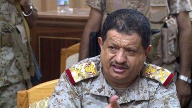صورة نجاة وزير الدفاع اليمني من محاولة اغتيال ومقتل 8 من مرافقيه