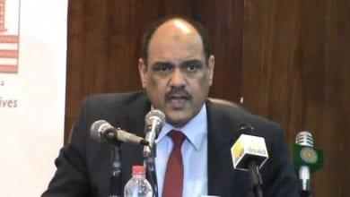 صورة مسؤول سوداني يستقيل من منصبه احتجاجاً على لقاء البرهان مع نتنياهو